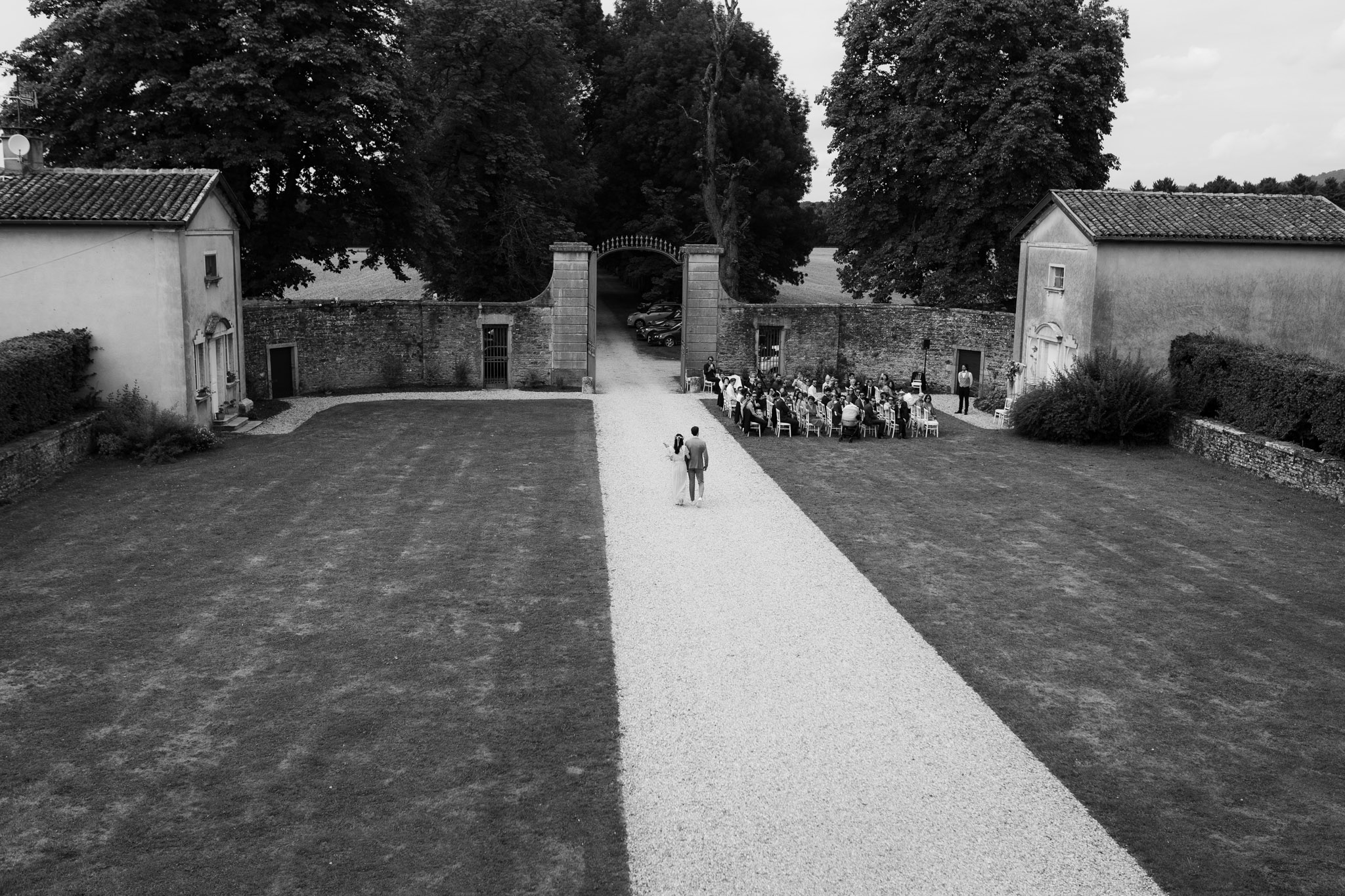 Lyon Wedding photographer wedding ceremony Chateau de Montplaisant