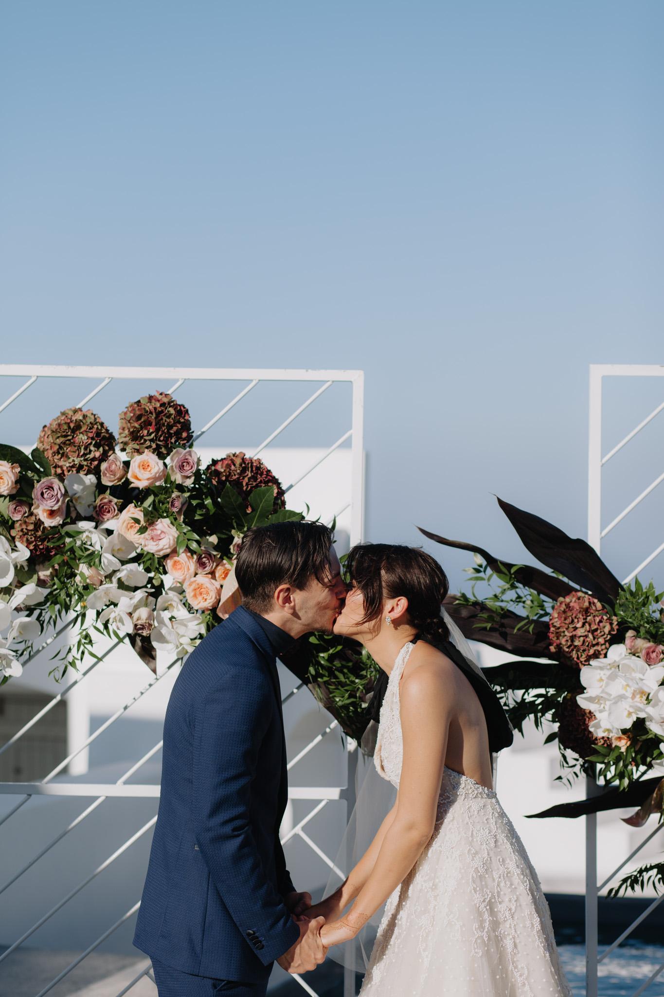 Santorini wedding photographer ceremony villa fabrica arch