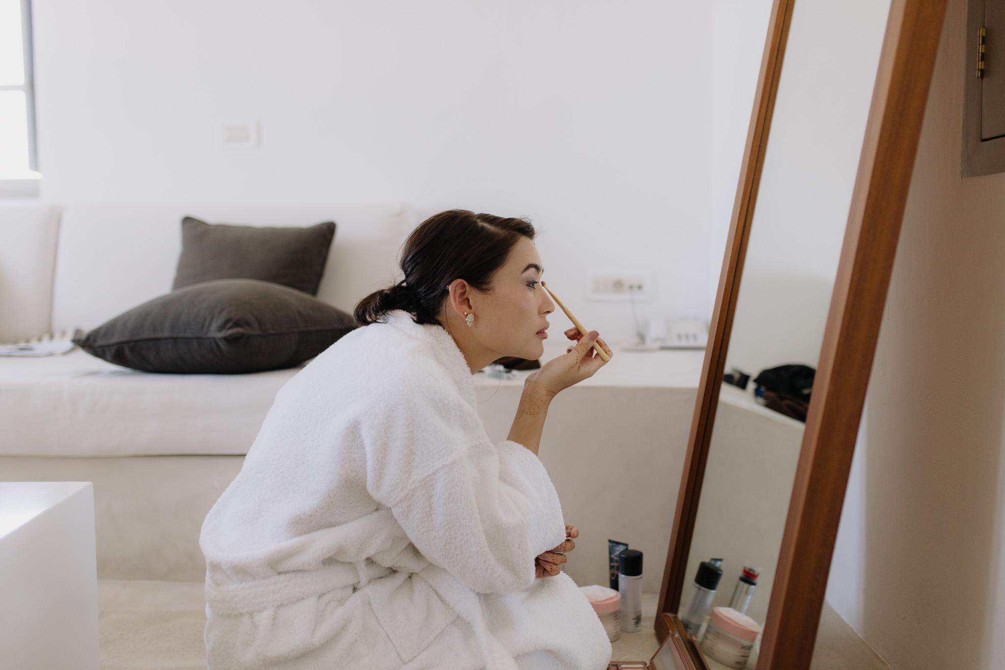 Santorini wedding photographer bride getting ready